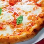 Пицца «Маргарита» с томатным соусом на водке