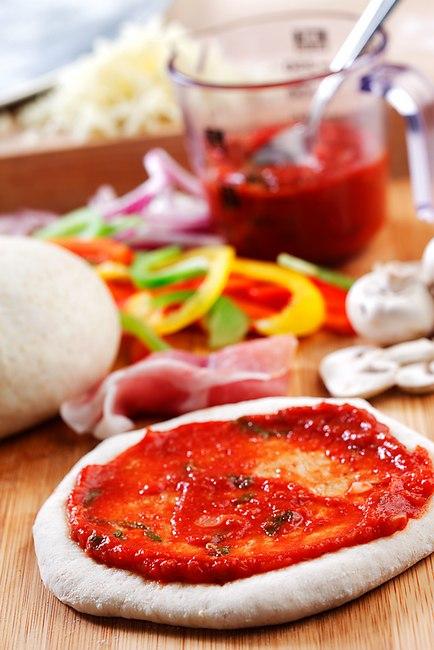 Простой томатный соус для пиццы