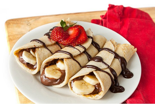 Блинчики с шоколадно-ореховой пастой и бананом