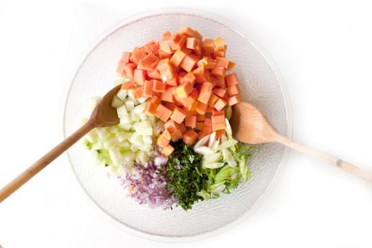 Салат из огурцов и папайи