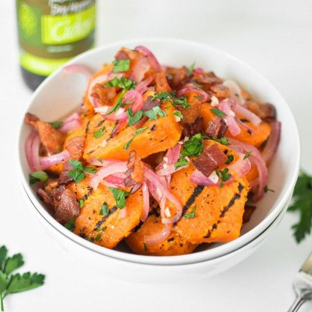 Теплый салат из запеченного батата и лука