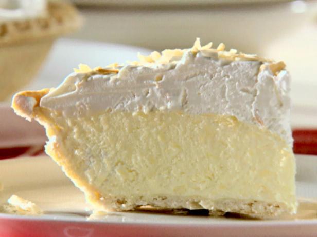Фото Воздушный пирог с кремом «Пина колада»