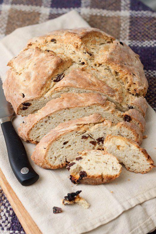 Ирландский бездрожжевой хлеб со смородиной