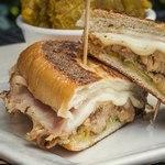 Кубинские сэндвичи с сыром проволоне и свининой