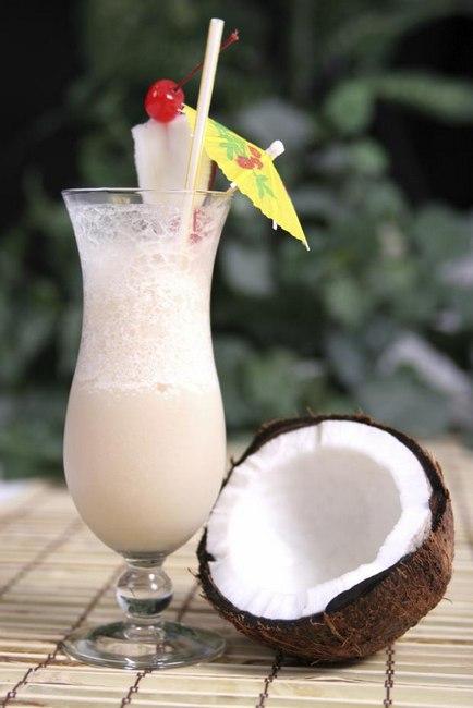 Коктейль «Пина колада» с кокосовыми сливками
