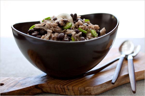 Черная фасоль с длиннозерным рисом