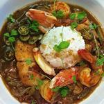 Суп гамбо с морепродуктами и бамией