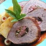 Стейк «Боличе», начиненный колбасой чоризо и ветчиной