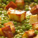 Матар панир - сыр с зеленым горошком