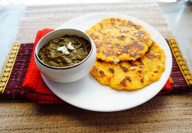 Сааг – индийское блюдо со шпинатом и томатами