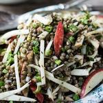 Кубинский салат из чечевицы и хикамы с соусом-винегрет