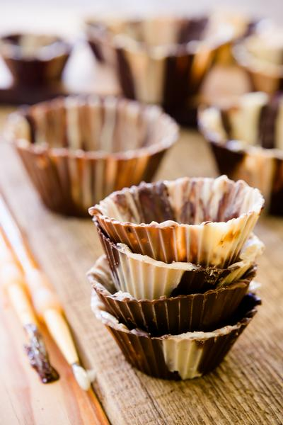 Корзиночки из арахисовой пасты, наполненные шоколадом