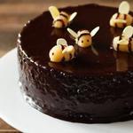 Шоколадный кекс с пчелками