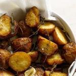 Запеченный картофель с соусом мойо «Папас кон мойо»
