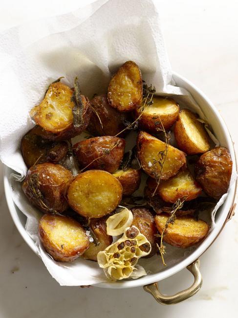 Фото Запеченный картофель с соусом мойо «Папас кон мойо»