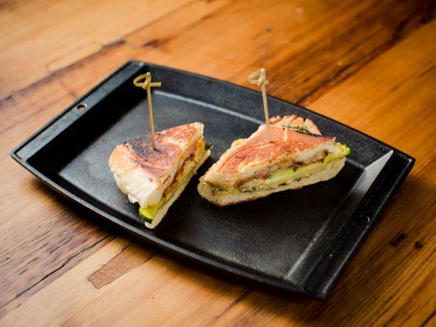 Кубинский сэндвич с карамелизированной свининой