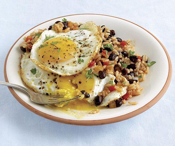 Фото Острый испанский рис с яичницей