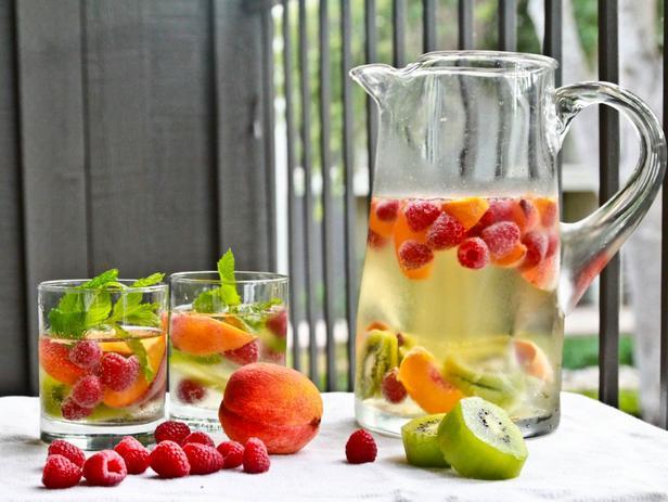 Белая сангрия из фруктового вина