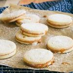 Альфахор – сэндвич-печенье с карамельной прослойкой
