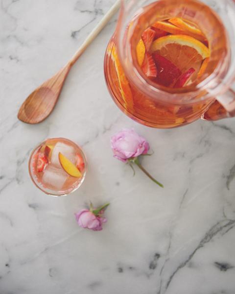 Испанский коктейль «Розовая сангрия»