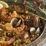 Паэлья с морепродуктами, курицей и чоризо