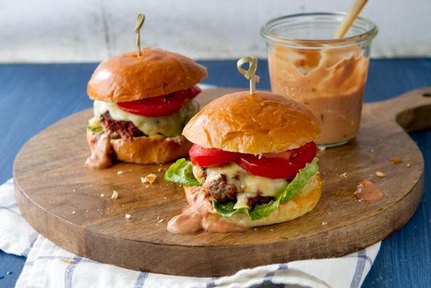 Слайдер-бургеры с колбасой чоризо