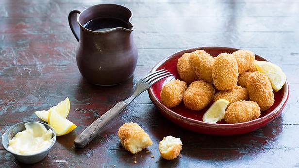 Крокеты из картофельного пюре с вяленой треской