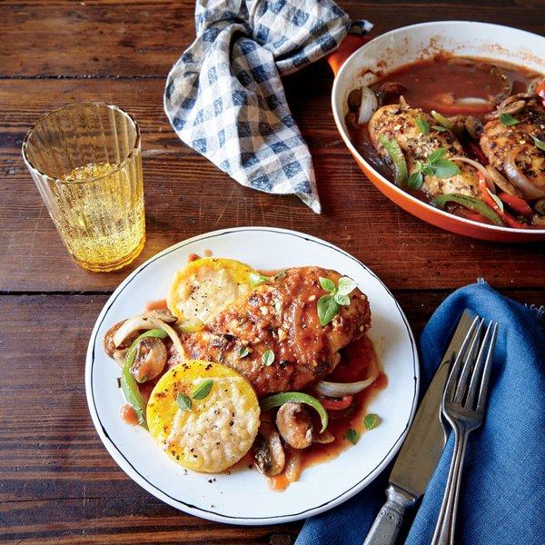 Курица, тушенная в томатном соусе с грибами по-охотничьи (Chicken Cacciatore) c полентой