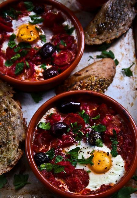 Запеченная с томатами яичница «Фламенко»