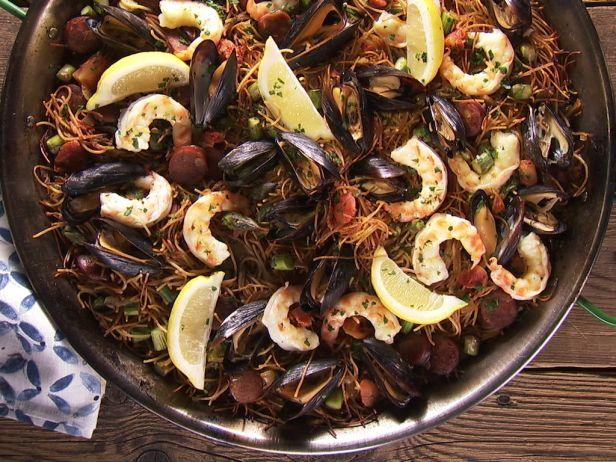 Испанское блюдо с мидиями и вермишелью «Fideo»