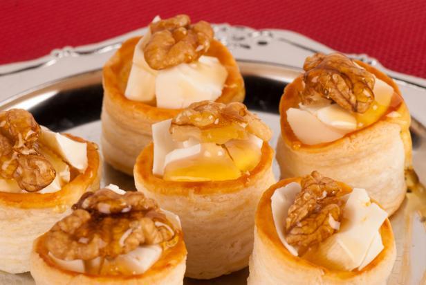 Тапас из испанского сыра с медом