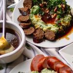 Испанский ужин: Курица с миндальным соусом Ромеско, чоризо и картофельное пюре с капустой кале