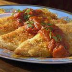 Курица в корочке из панко и пармезана с томатным соусом с васаби