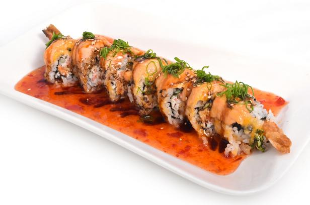 Суши роллы с креветками в кляре и имбирным соусом