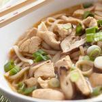 Суп из лапши удон с курицей и зеленым луком (Тори нанба удон)