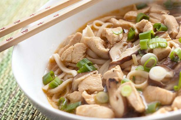 Фото Суп из лапши удон с курицей и зеленым луком (Тори нанба удон)