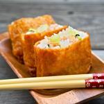 Инари суши – тофу, фаршированный овощами и рисом по-японски