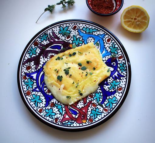 Греческая закуска - жареный сыр «Саганаки»