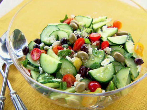 Фото Греческий салат «Хориатики» с мятой