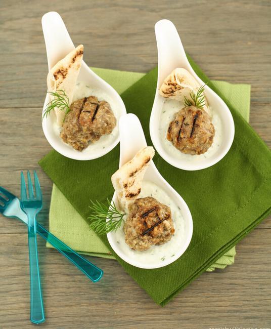 Греческие фрикадельки с соусом дзадзики
