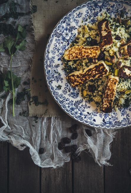 Фото Греческая закуска - жареный сыр «Саганаки» на гриле