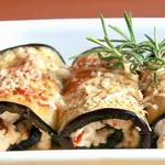 Фаршированные сыром и запеченные роллы из баклажанов