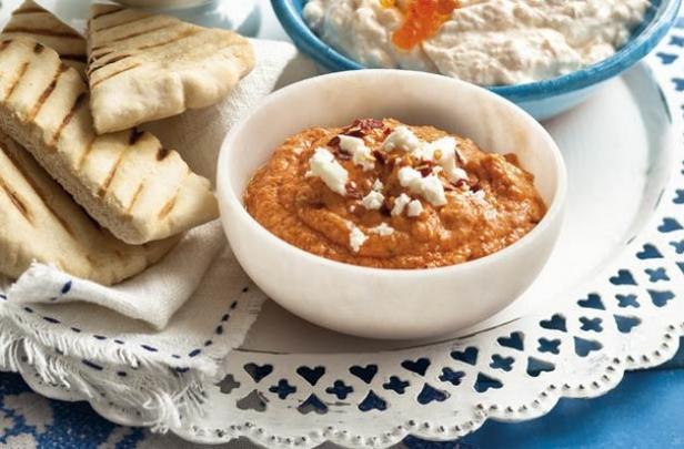 Греческий дип-соус «Htipiti» из перца и сыра фета