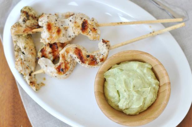 Сувлаки из курицы с йогуртовым дип-соусом