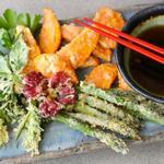 Овощи темпура с соевым соусом