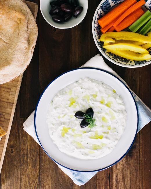Огуречно-йогуртовый дип-соус «Цацики»