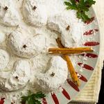 Греческое песочное печенье (Курабье) с грецкими орехами