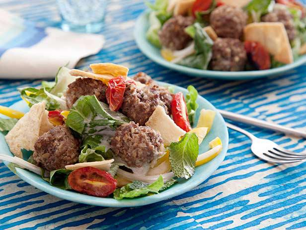 Греческий салат с фрикадельками
