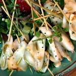Кебаб из кальмара с салатом «Хориатики»