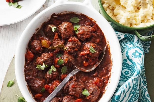 Фото Греческие фрикадельки в томатном соусе